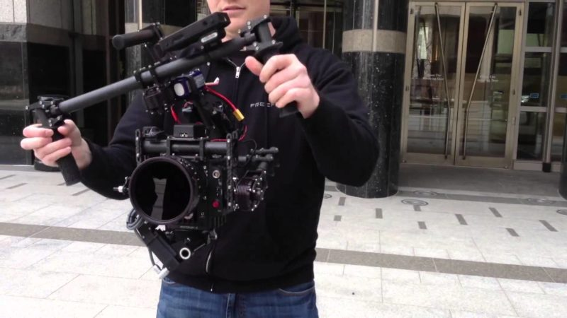 Attrezzatura professionale staff di Simovie: la steadycam.